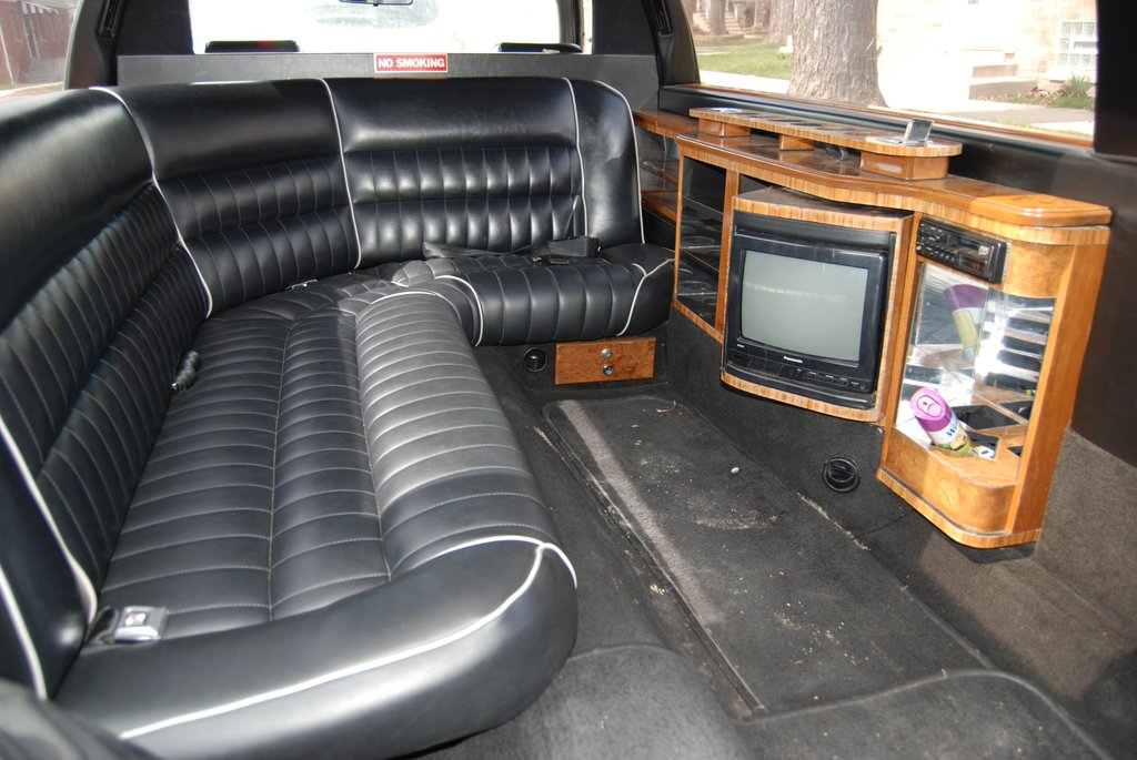 going green limousine going green limo chicago blog. Black Bedroom Furniture Sets. Home Design Ideas